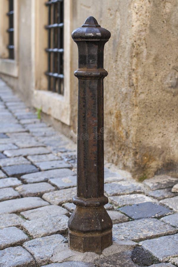 Vecchio palo della città immagine stock