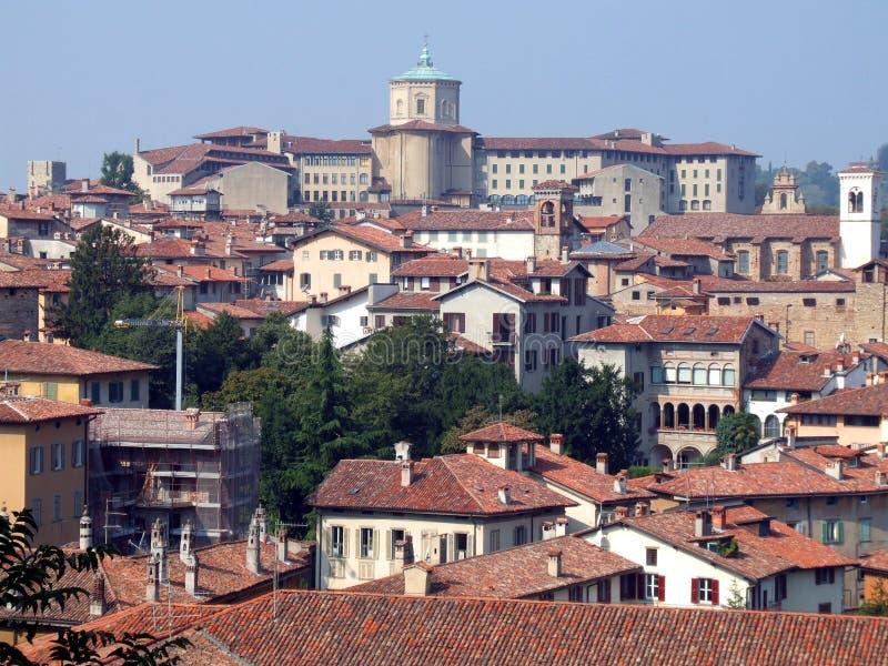 Vecchio panorama della città in Italia fotografie stock libere da diritti