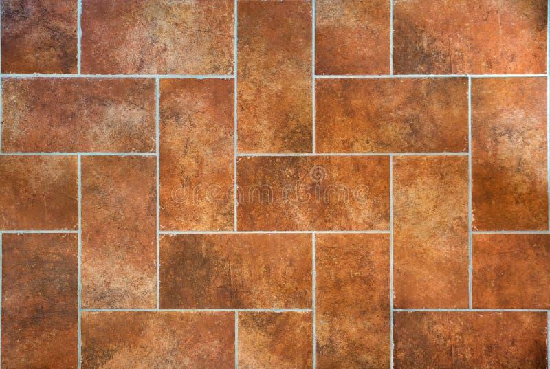 Vecchio pavimento tradizionale toscano di lerciume, mattonelle ceramiche rosse del gres immagine stock libera da diritti