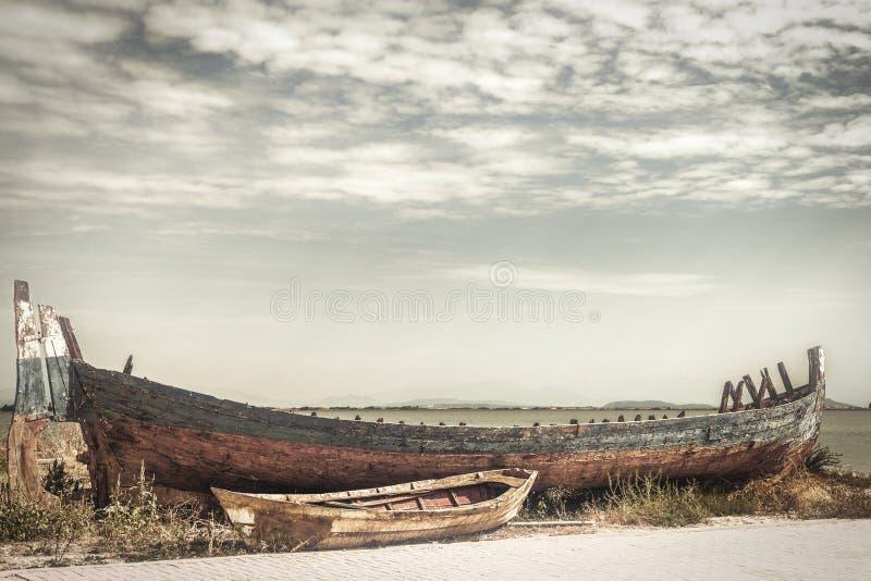 Vecchio peschereccio abbandonato fotografie stock libere da diritti