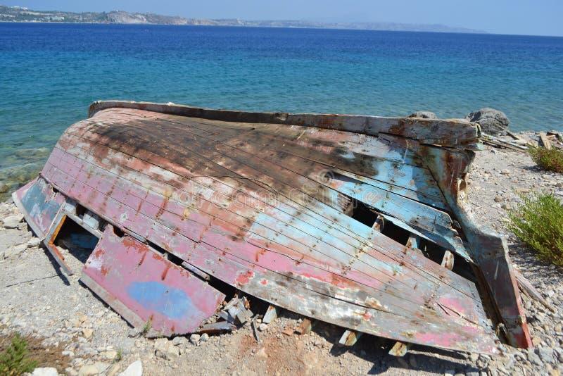 Vecchio peschereccio rovinato fotografia stock libera da diritti