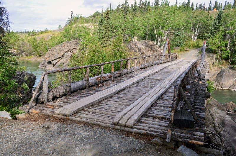 Vecchio ponte dell'insenatura del canyon, territorio dello Yukon, Canada 01 immagini stock