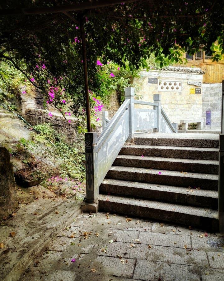 Vecchio ponte di pietra nel colore 2 di caduta fotografia stock libera da diritti