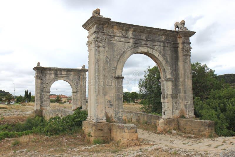 Vecchio ponte di Roman Flavien vicino al san-Chamas, Francia immagini stock