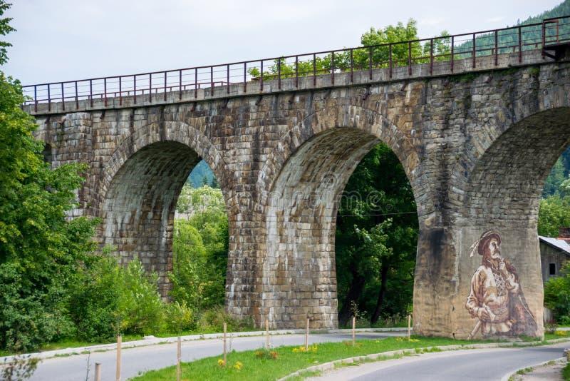 Vecchio ponte ferroviario incurvato della pietra immagini stock