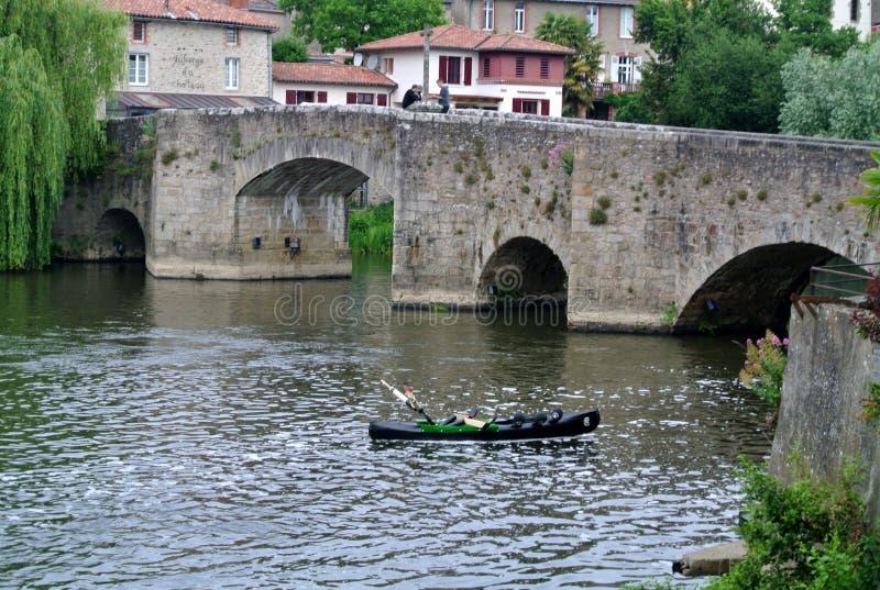 Vecchio ponte gotico in Clisson, Nantes Francia fotografia stock libera da diritti