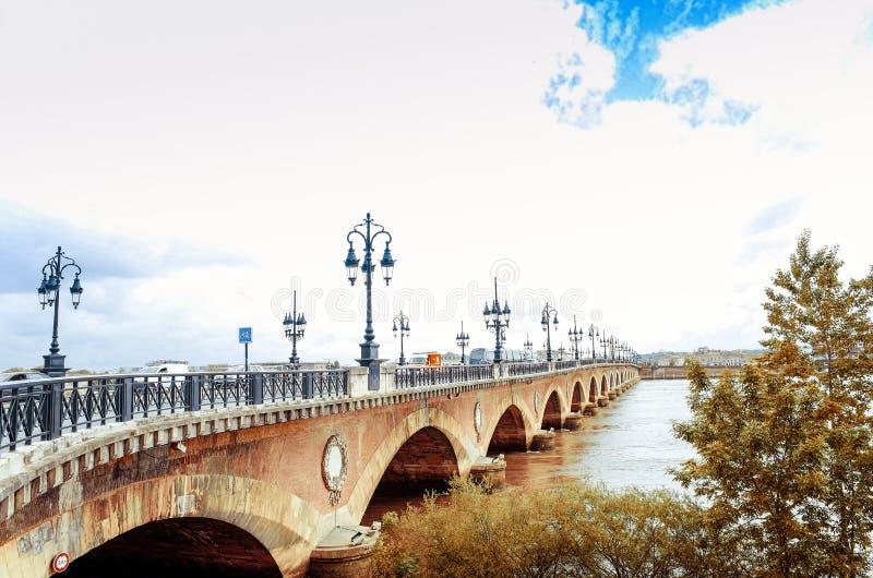 Vecchio ponte pietroso in Bordeaux immagine stock libera da diritti