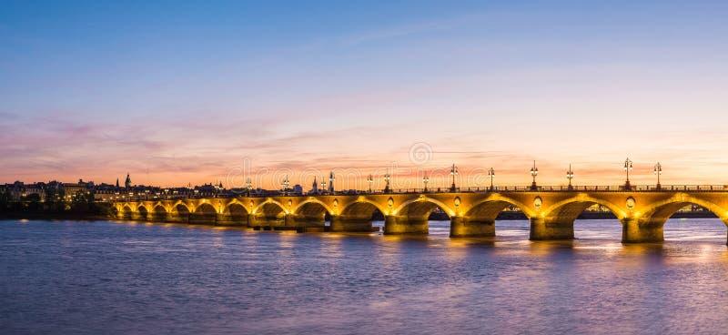 Vecchio ponte pietroso in Bordeaux fotografia stock libera da diritti