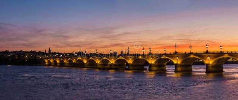 Vecchio ponte pietroso in Bordeaux fotografia stock