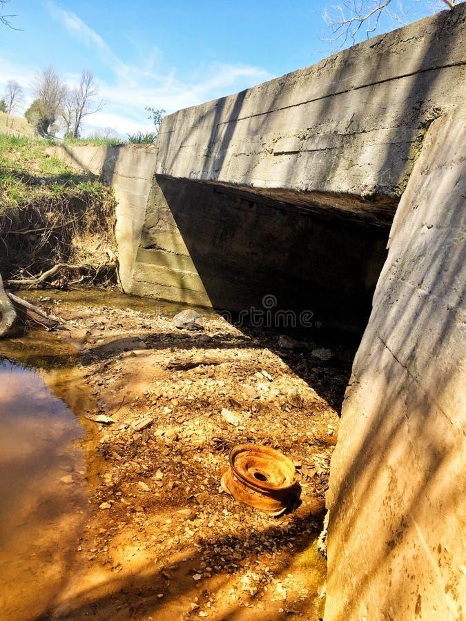 Vecchio ponte rustico fotografia stock libera da diritti