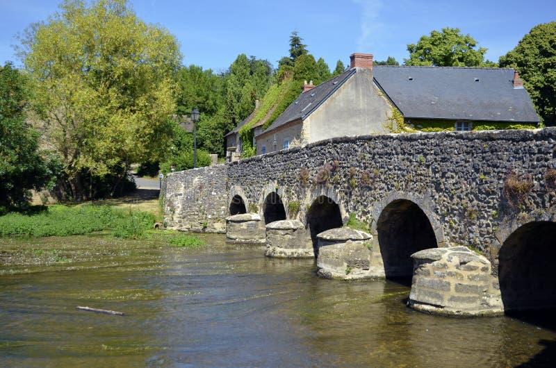 Vecchio ponticello al sur Viègre di Asnières in Francia immagine stock libera da diritti