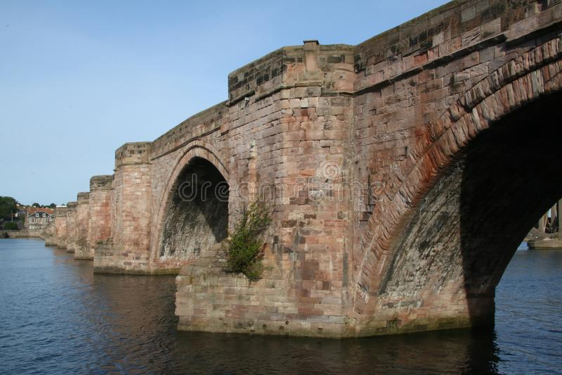 Vecchio ponticello di pietra Berwick sopra tweed fotografia stock libera da diritti