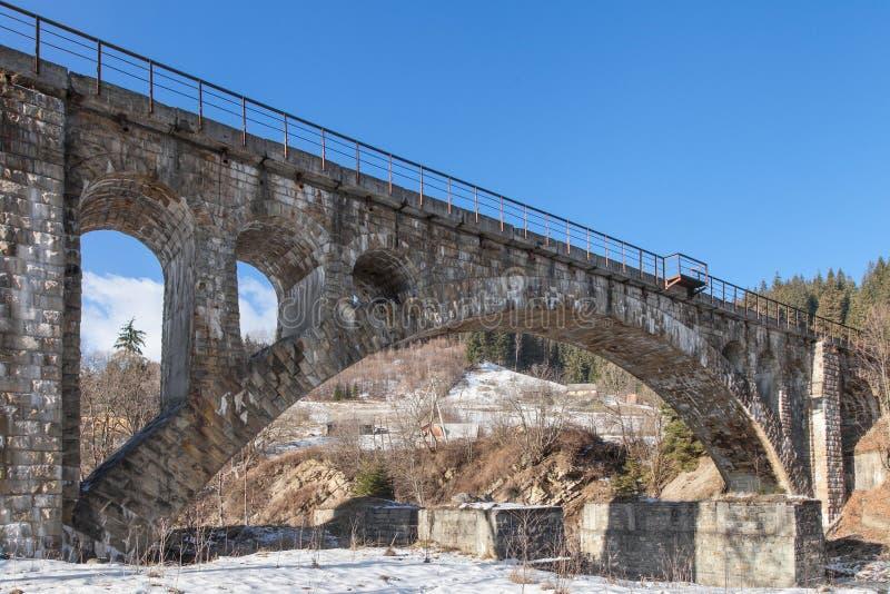 Vecchio ponticello ferroviario di pietra immagine stock libera da diritti