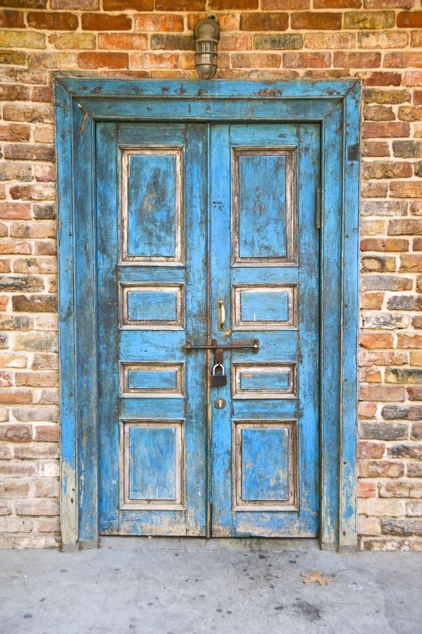 Vecchio portello blu fotografie stock libere da diritti