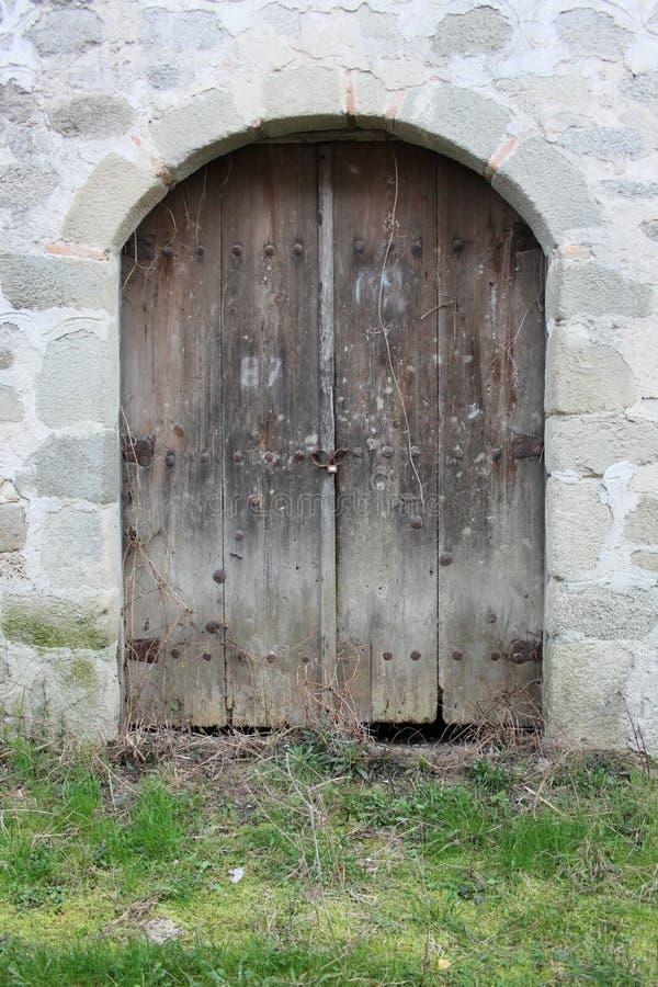 Download Vecchio portello di legno fotografia stock. Immagine di portello - 55361236