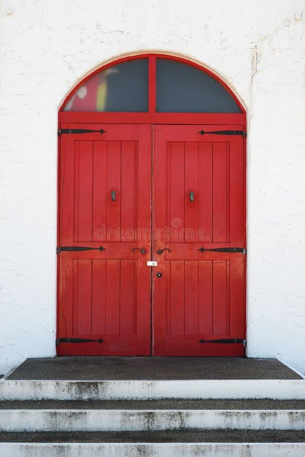 Vecchio portello di legno rosso immagine stock libera da diritti