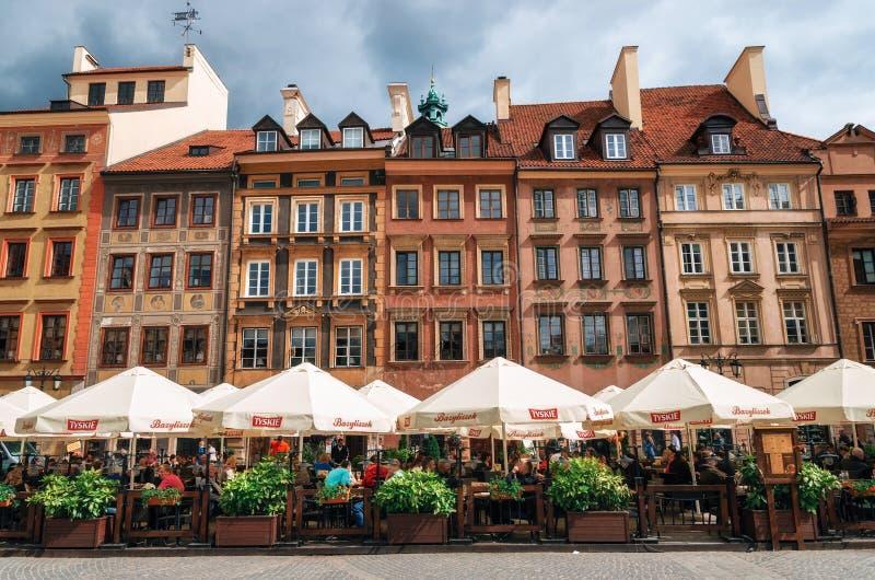 Vecchio quadrato del mercato della città a Varsavia, Polonia immagini stock libere da diritti