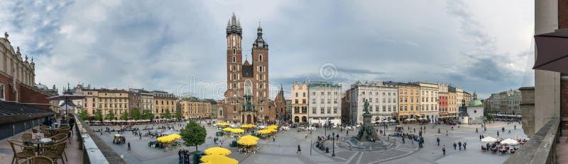 Vecchio quadrato nella città di Cracovia, Polonia fotografie stock libere da diritti