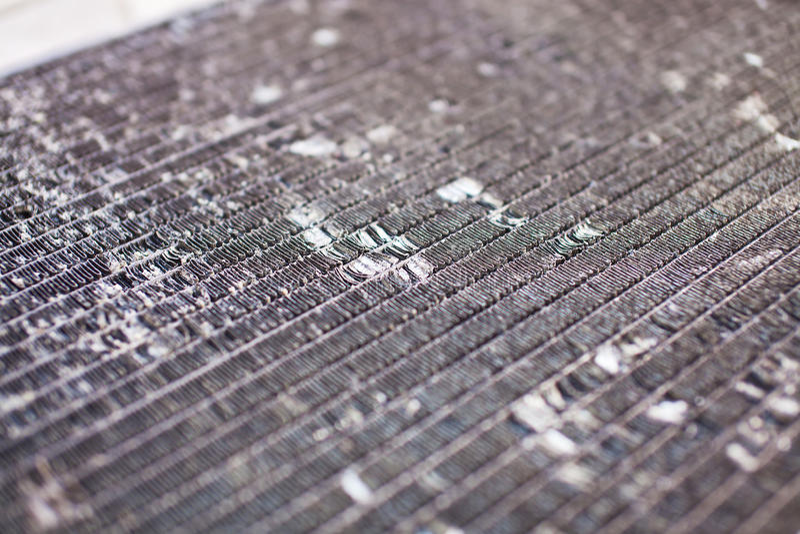 Vecchio radiatore automobilistico sporco del primo piano fotografia stock libera da diritti