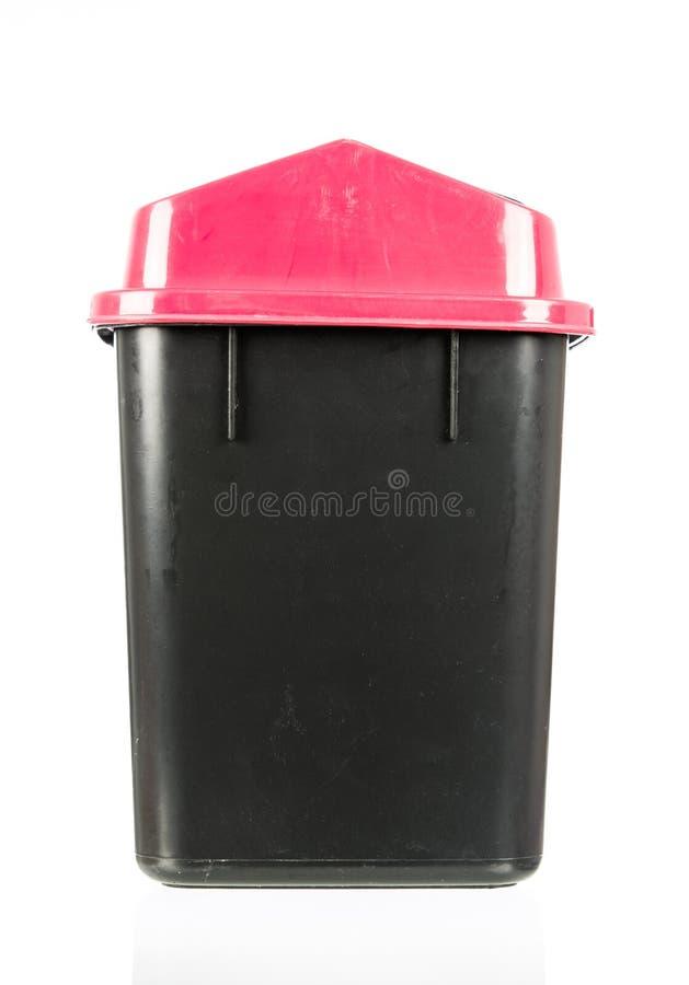 Vecchio recipiente nero sporco isolato rifiuti isolato immagini stock
