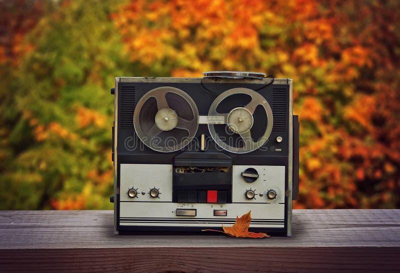 Vecchio registratore di nastro della bobina fotografia stock libera da diritti