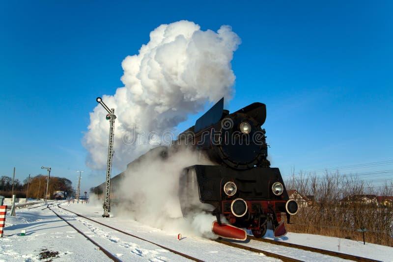 Vecchio retro treno a vapore fotografia stock
