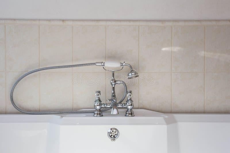 Rubinetto Vasca Da Bagno : Vecchio rubinetto di modo sopra progettazione d annata della vasca