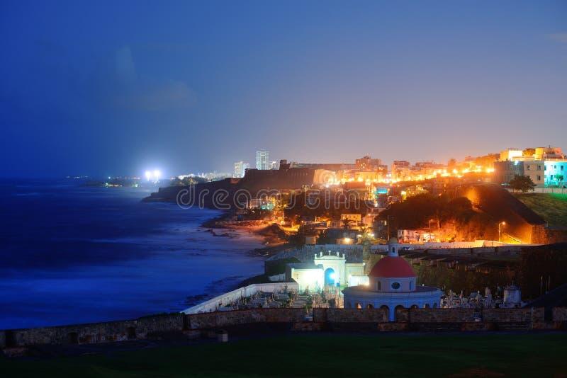 Vecchio San Juan alla notte fotografie stock libere da diritti