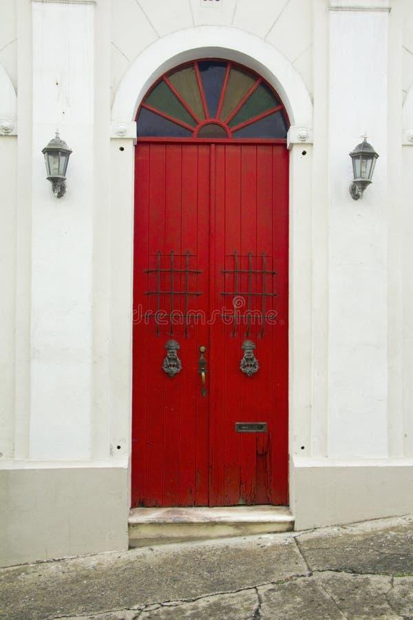 Vecchio San Juan storico - porte rosse fotografie stock libere da diritti