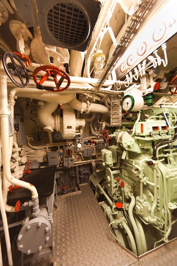 Vecchio scompartimento sottomarino del motore diesel fotografie stock