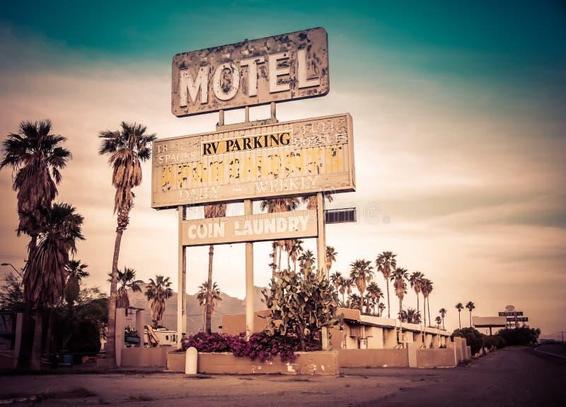 Vecchio segno del motel, U.S.A. immagine stock