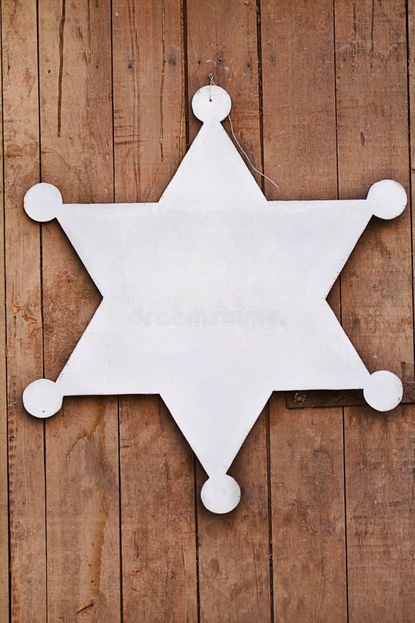 Vecchio segno occidentale, su fondo di legno. immagini stock