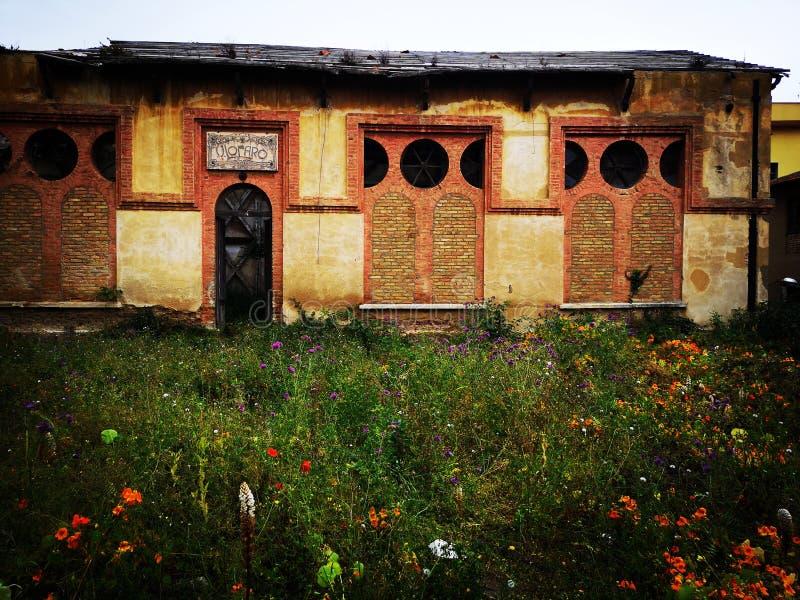 Vecchio setificio abbandonato in villa San Giovanni fotografia stock
