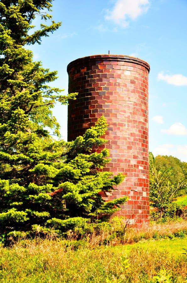Vecchio silo del mattone fotografia stock