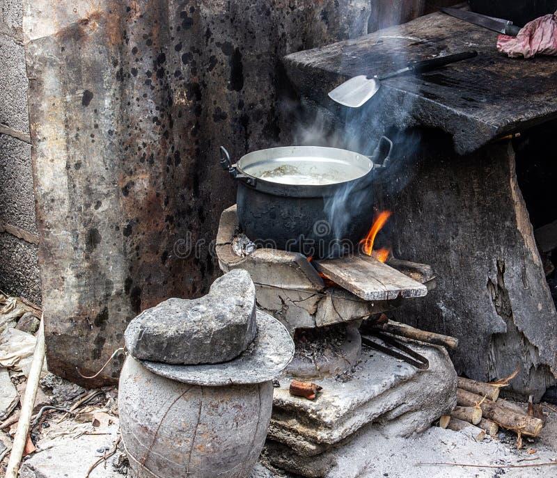 Vecchio strumento di cottura di stile tailandese dei paesani fotografia stock