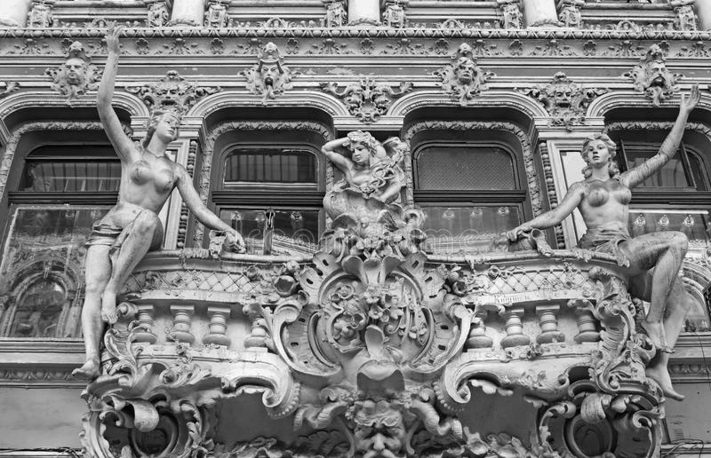 Vecchio stucco che modella in iarda del passaggio fotografie stock