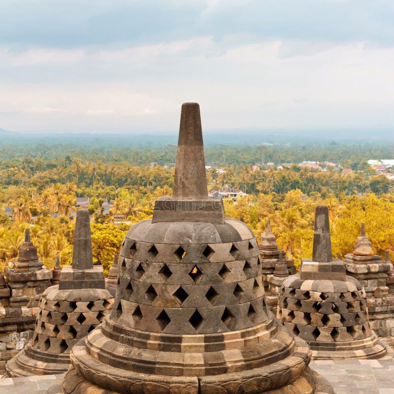 Vecchio stupa in tempio buddista di Borobudur in Java, Indonesia immagini stock libere da diritti