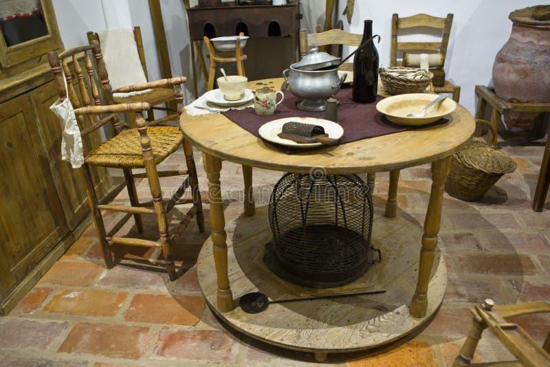 Vecchio tavolo da cucina fotografia stock immagine di for Tavolo legno vecchio cucina