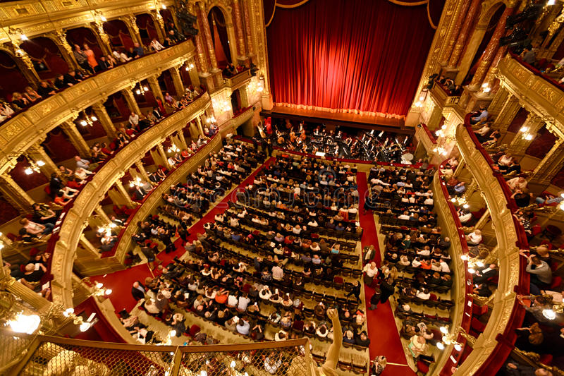 Vecchio Teatro dell'Opera di opera della condizione a Budapest immagine stock libera da diritti