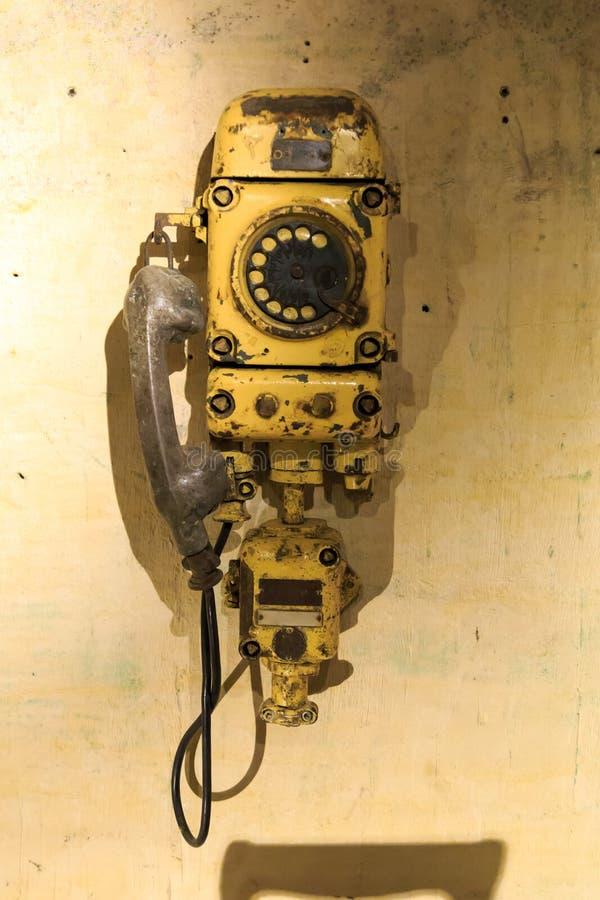 Vecchio telefono della miniera immagini stock