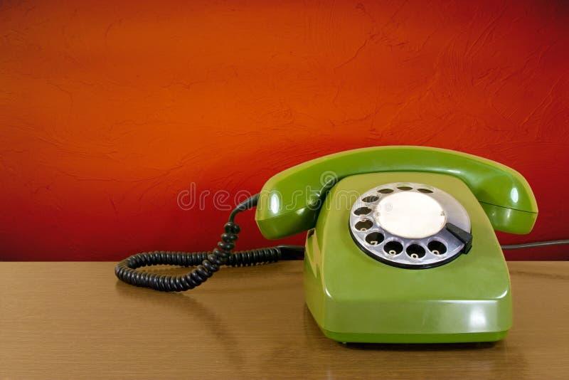 Vecchio telefono graffiato verde fotografie stock
