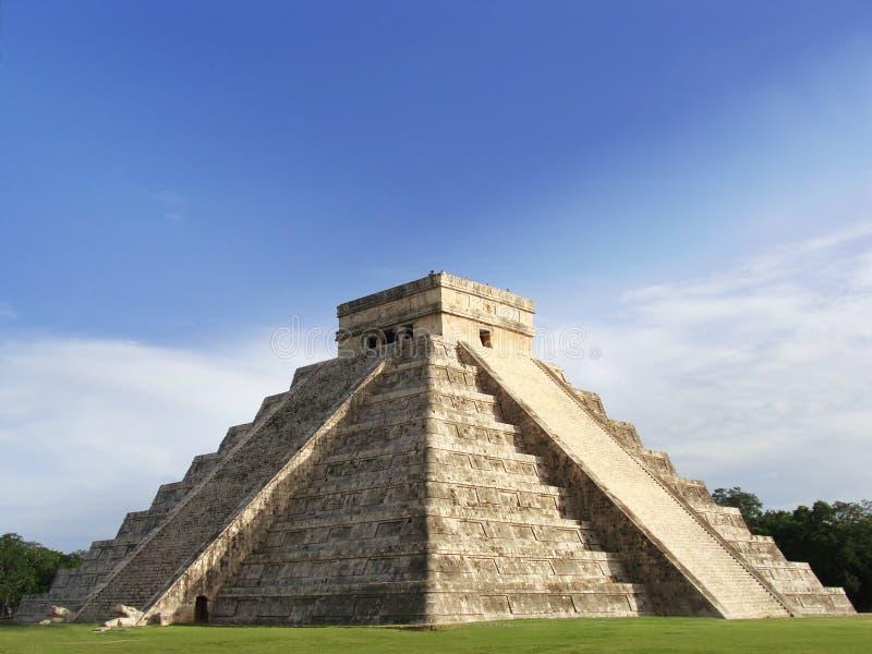 Vecchio tempiale mayan della piramide di Kukulcan, Chichen-Itza fotografia stock libera da diritti