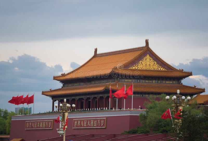Vecchio tempio asiatico della pagoda sul fondo del cielo blu Centro di religione di buddismo immagini stock libere da diritti