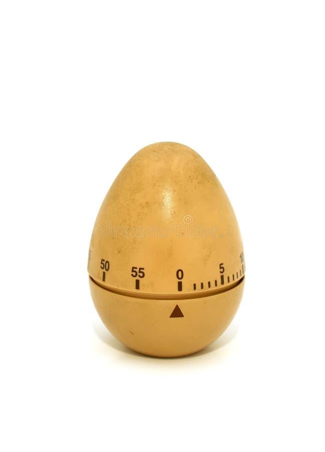 Vecchio temporizzatore dell'uovo isolato su un bianco immagini stock libere da diritti