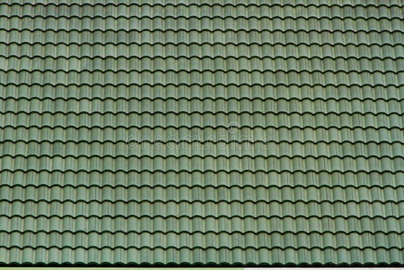 Vecchio tetto di mattonelle verde (struttura del modello) fotografia stock