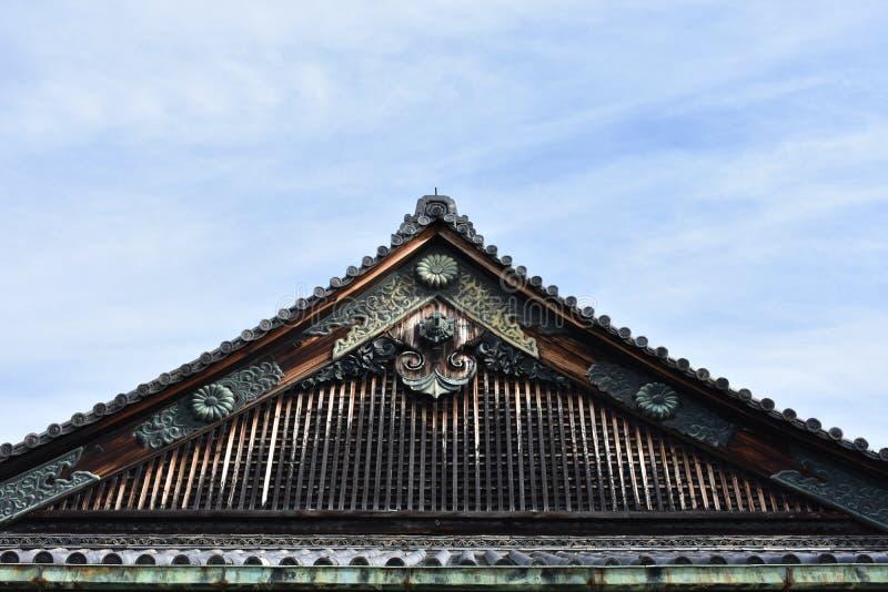 Vecchio tetto giapponese del castello immagine stock