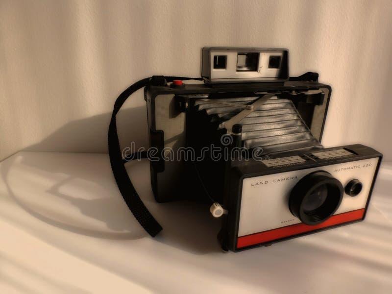 Vecchio tipo d'annata vago macchina fotografica istantanea di muggito nello stile antico di tono fotografia stock libera da diritti