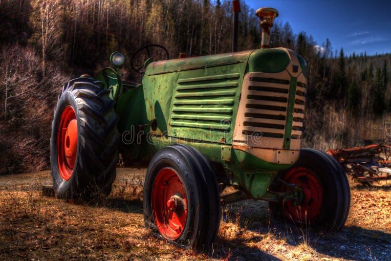 Vecchio trattore abbandonato in HDR fotografia stock