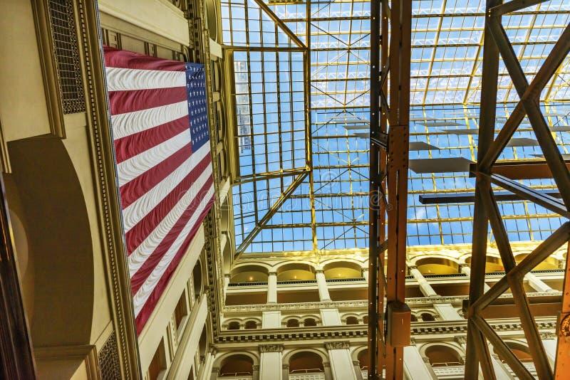 Vecchio ufficio postale della bandiera americana che costruisce Washington DC interno fotografia stock libera da diritti