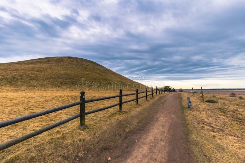 Vecchio Upsala - 8 aprile 2017: Tombe di Viking di vecchio Upsala, Swe immagine stock libera da diritti